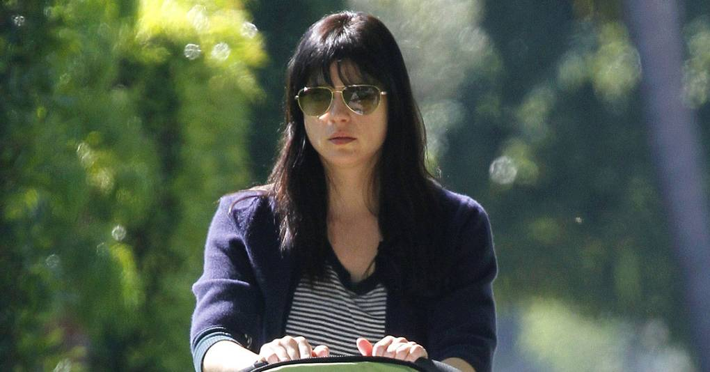 Selma Blair Admits To Breastfeeding In Public - Daily -3427