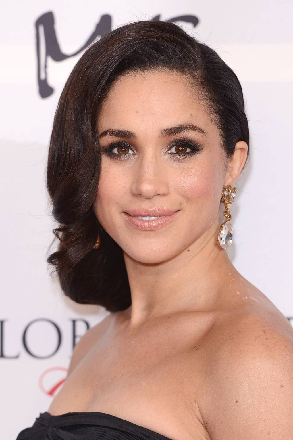6a7d46d018b Meghan Markle's Hair & Makeup Routine And Beauty Products | Glamour UK
