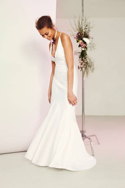 This Wedding Dress Might Be Simple But Boy Is It Dramatic With Its Plunging Neckline And Fishtail Hem The Perfect For Your Special Day
