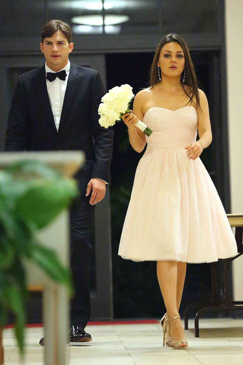 Mila Kunis Ashton Kutcher Wedding Day Dress News Glamour Uk