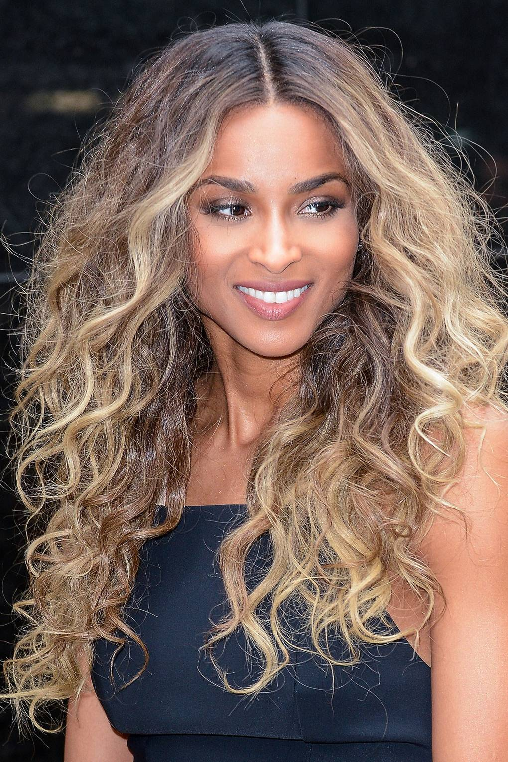 How To Style Grown Out Roots Celebrities With Dark Roots Glamour Uk