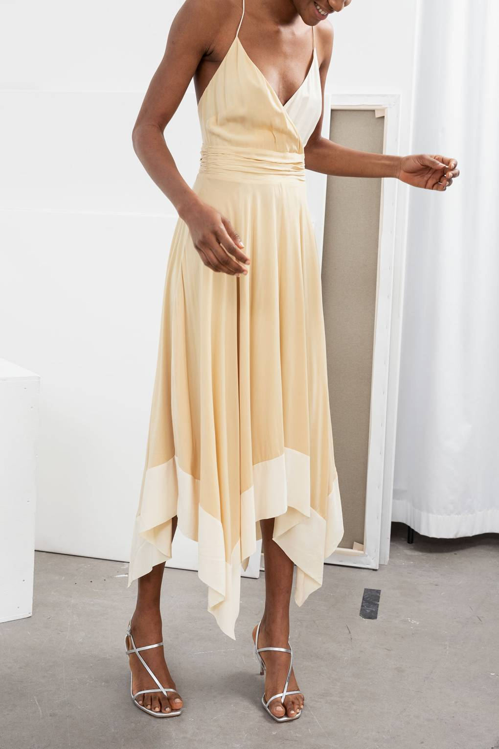 fc544005fee Chic Spring Wedding Guest Dresses - What To Wear To A Wedding In 2019