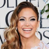 Side-Swept Glamour: Jennifer Lopez