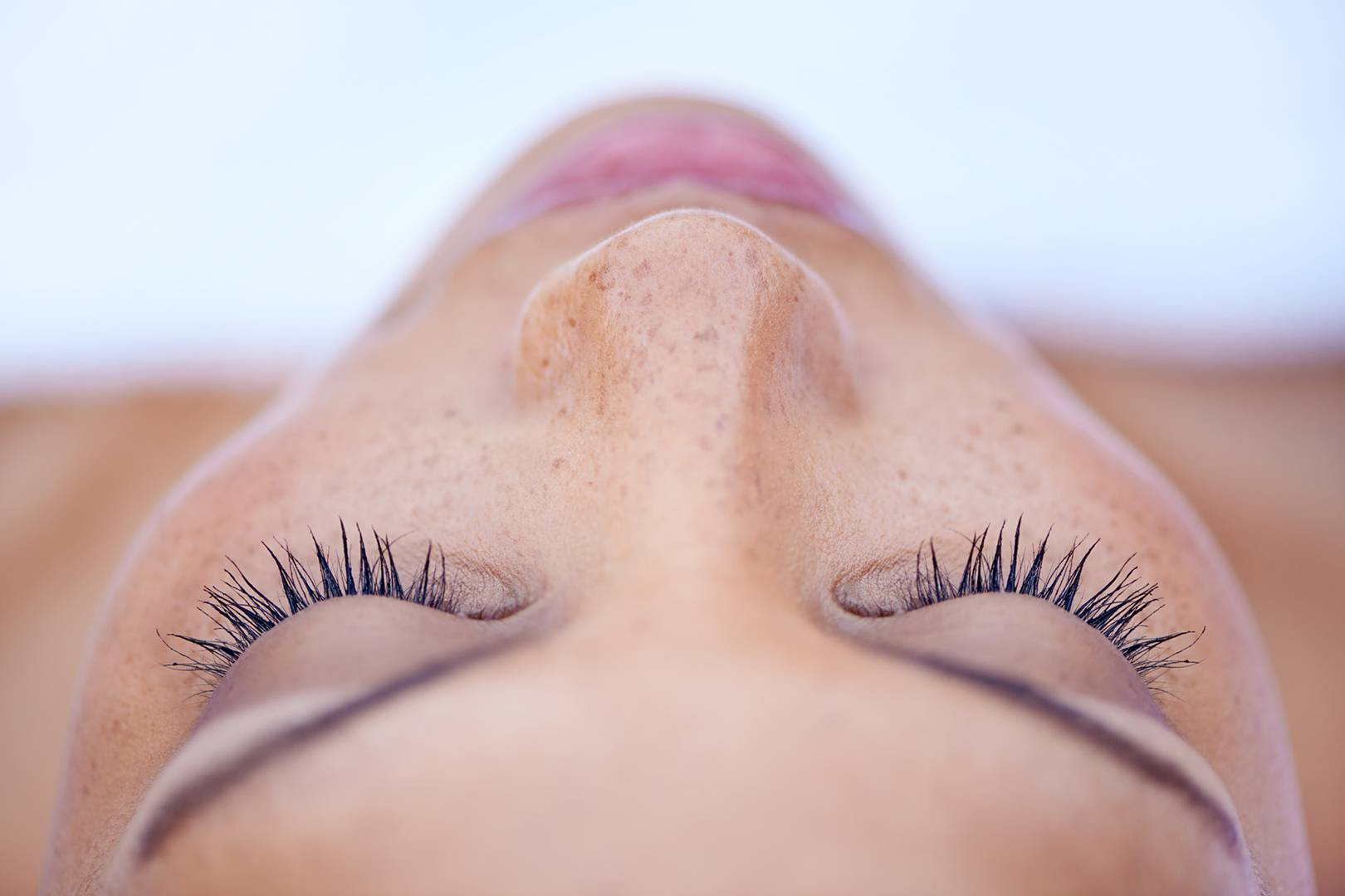 cc29f0e71ae How To Use Castor Oil To Boost Eyelashes And Eyebrow Hair Growth   Glamour  UK