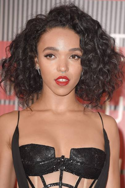 FKA twigs' curls & red lips
