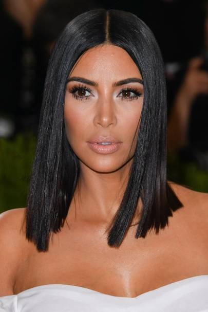 Recently Kim Has Been Rocking A Super Shiny Do At Lob Length It Makes Her Locks Look Insanely Healthy Jealous Us Maybe