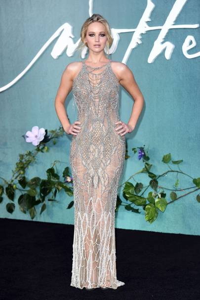 Jennifer lawrence best fashion style moments glamour uk jennifer looked absolutely stunning at the london mother premiere the actress blew us away in an intricate atelier versace gown that according to the voltagebd Image collections