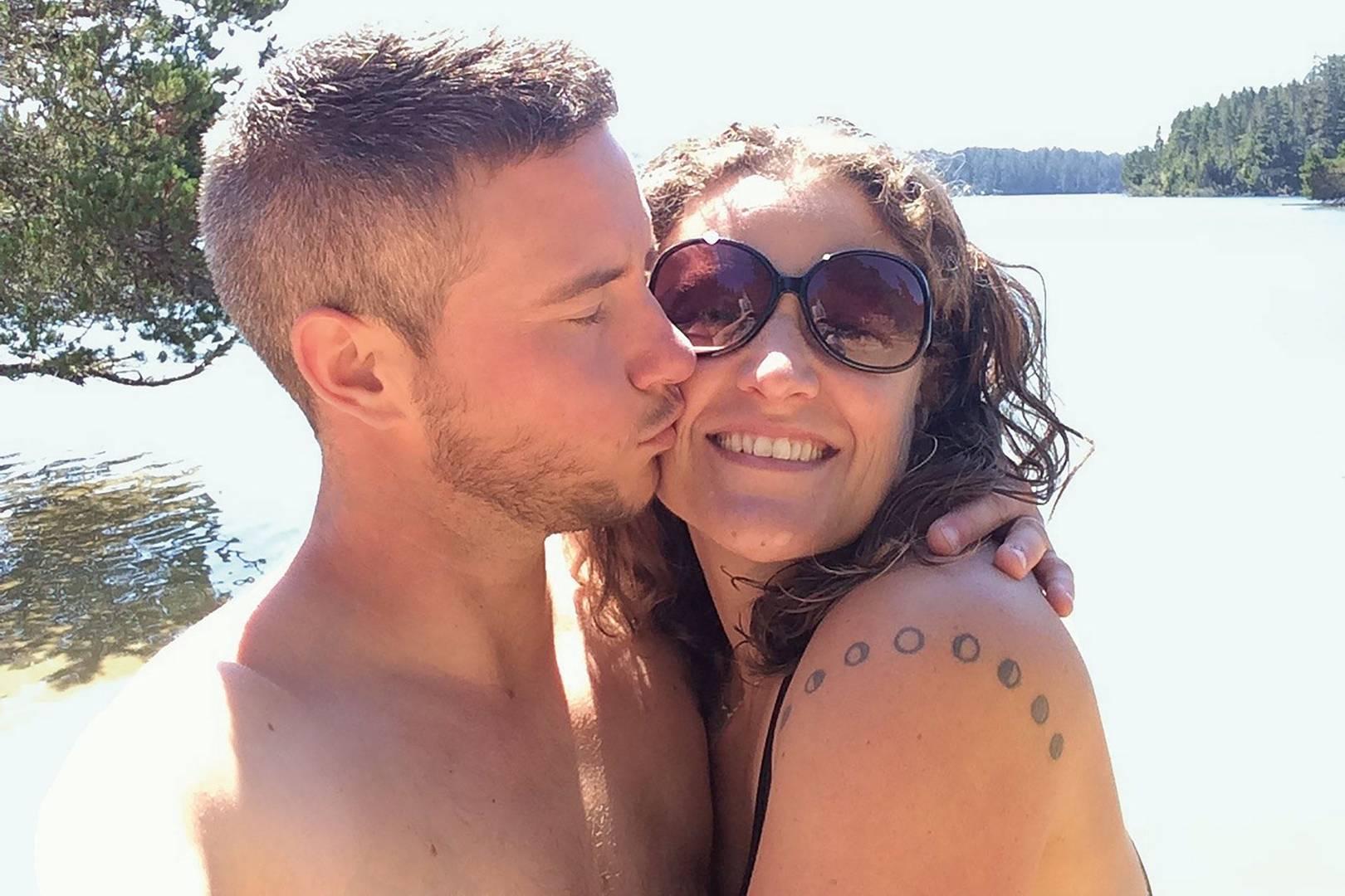 Transman dating straight women kissing