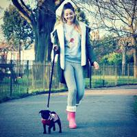 How to look good while walking the dog