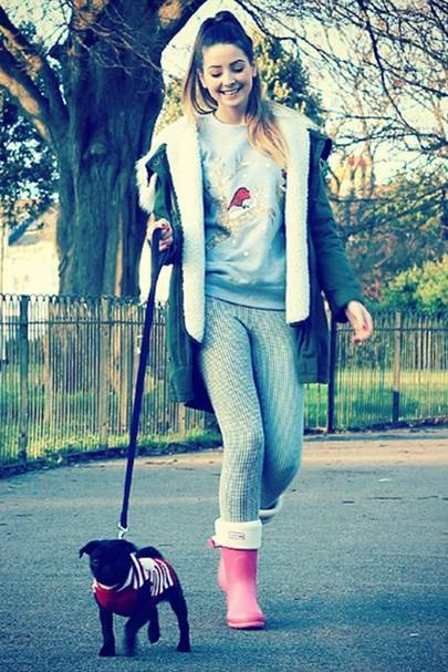 It is possible to look good while walking the dog