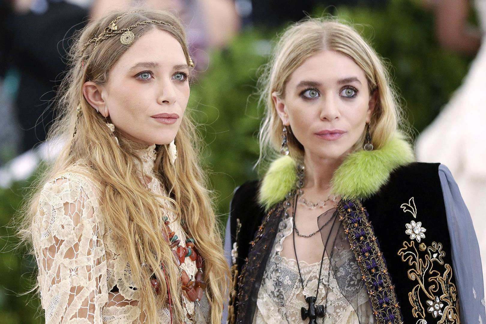 bc61e9b298 Mary Kate and Ashley Olsen twins  beauty looks