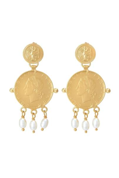 Gifts for her: the eye-catching earrings