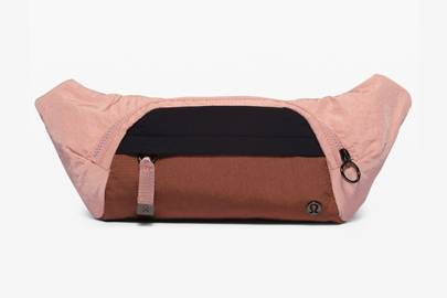 Gifts for gym lovers: the bum bag