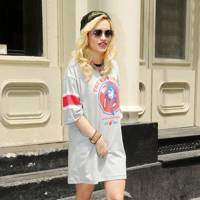 Rita Ora – Get Shirty