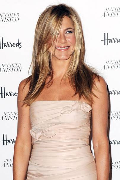 2010 The Poster Girl For Perfect Hair Jennifer Aniston Sports Sleek Long Layers And Gorgeous Sunkissed Blonde Streaks At Launch Of Her Debut