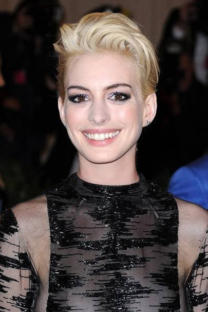 Anne Hathaway's blonde pixie crop
