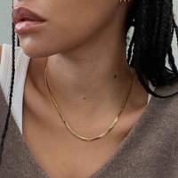 Gifts for her: the simple chain necklace