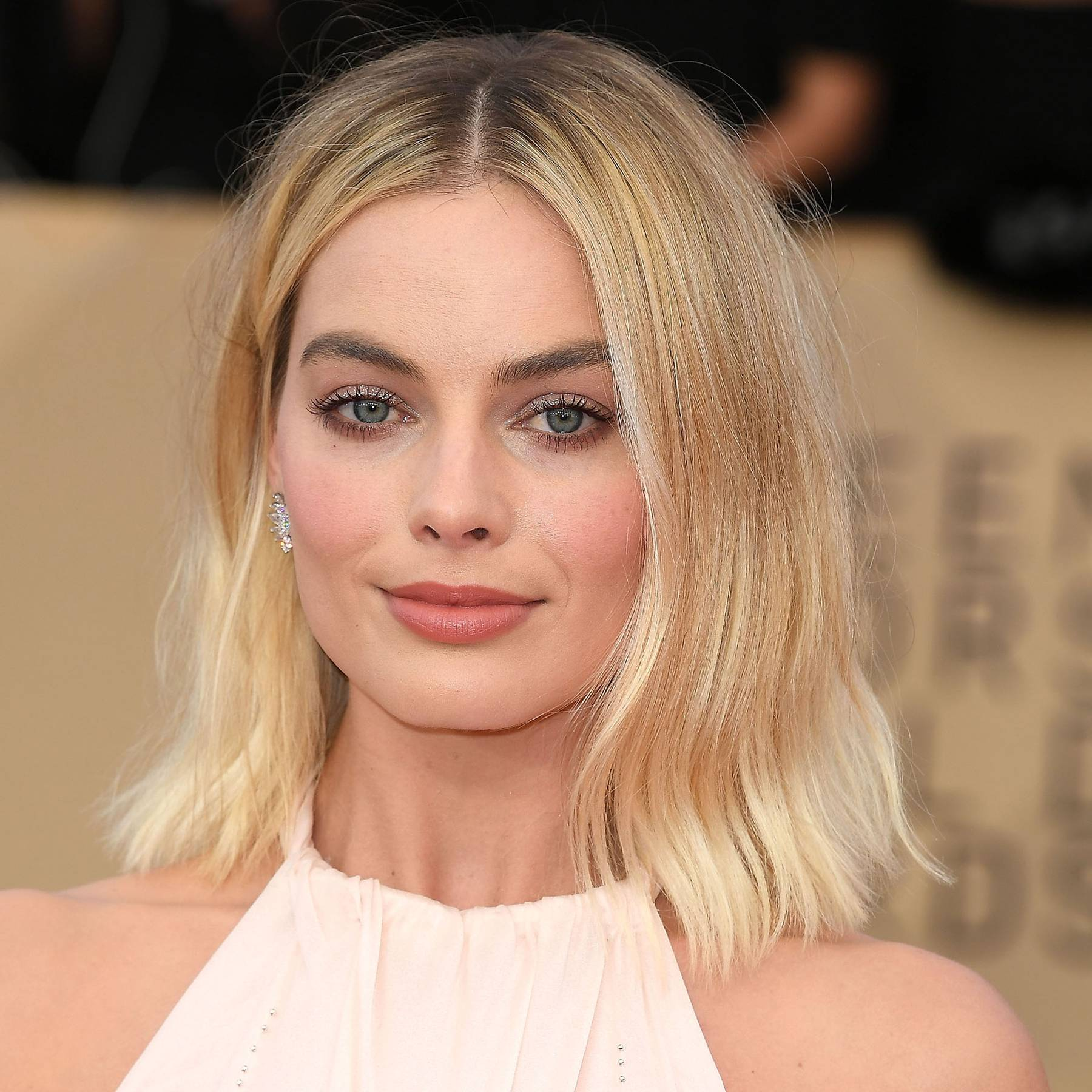 This 40-year-old actress looks exactly like Margot Robbie and fans are freaked out
