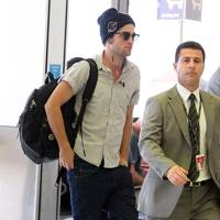 Robert Pattinson leaves Sydney for Los Angeles after Breaking Dawn 2 premiere