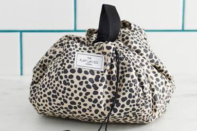Makeup bags drawstring: Flatlay makeup bag