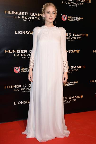 66afa8ead At the Paris premiere for Hunger Games  Mockinhjay Part 2 the lovely Miss Lawrence  wore a full-length white dress with an angelic feel.