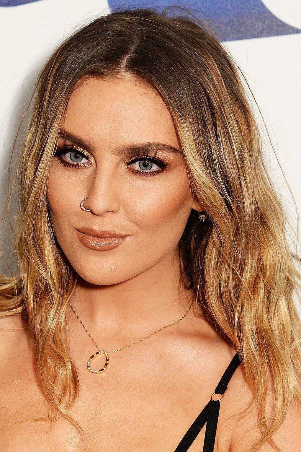 How To Style Grown Out Roots Celebrities With Dark Roots