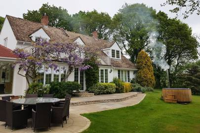 Holiday cottages with hot tubs: East Sussex