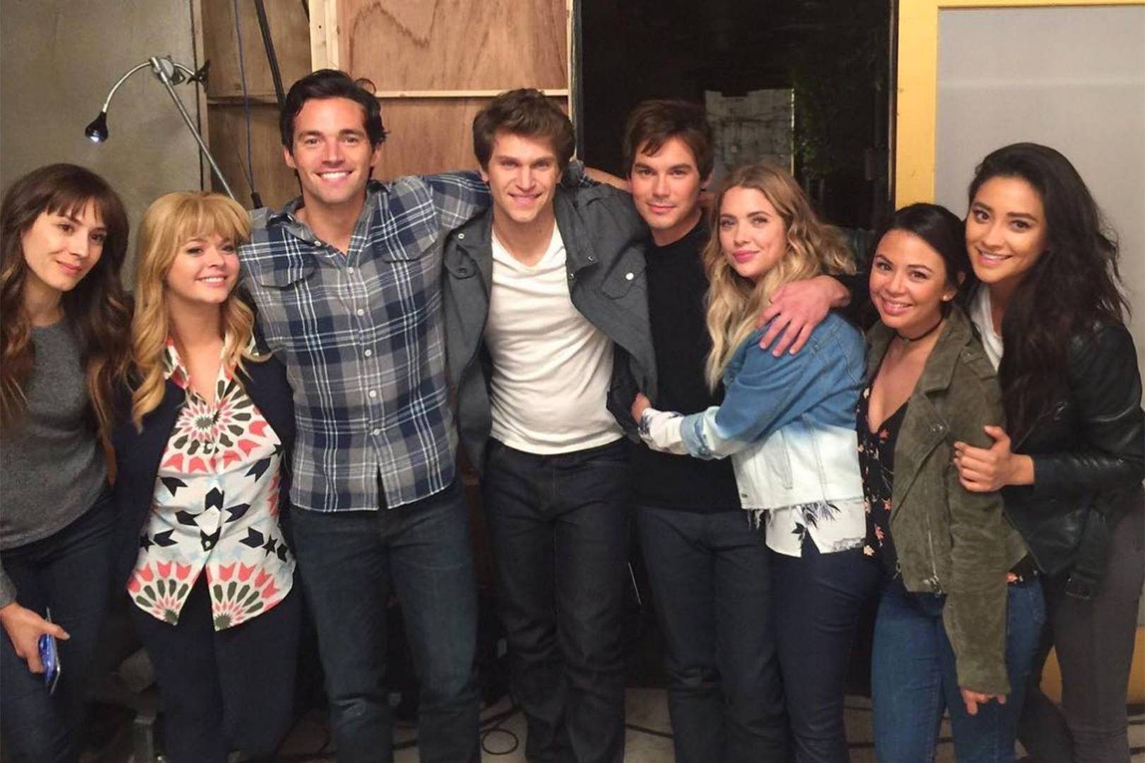 Pretty Little Liars Last Day Of Filming: End Of Series Finale   Glamour UK