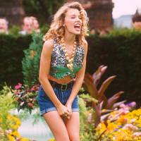 Kylie Minogue – Denim Hotpants
