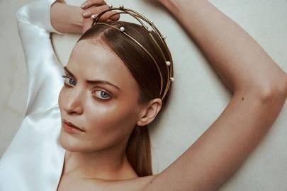 Wedding Hair Accessories: Tiaras, Boho Crowns & Gold Headpieces ...