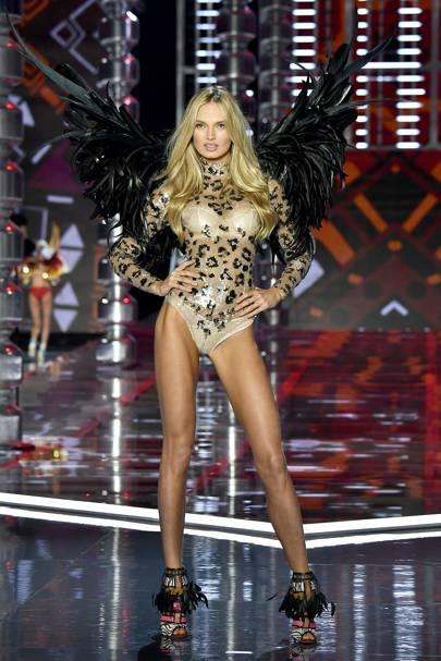 Citaten Strijd Pemula : Romee strijd shares photo of her victoria s secret angel wings
