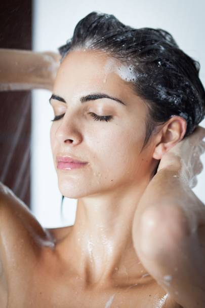 reverse shampooing: washing your hair with conditioner before