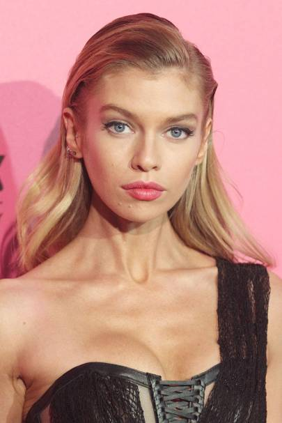Stella Maxwell's pink pout