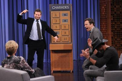 Bradley Cooper Emma Thompson Playing Charades On The Jimmy Fallon Show Video Glamour Uk