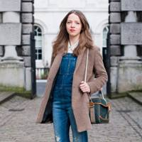 6f10586784c9 Denim Dungaree Outfit Ideas – Dungarees and Dungaree Shorts Trend ...