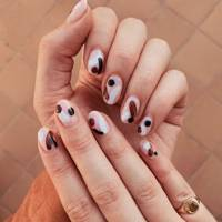 Graphic nail art
