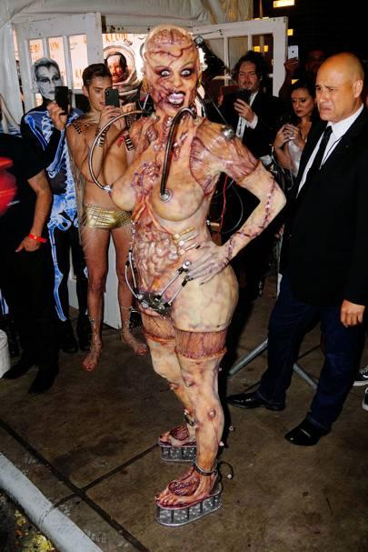 Heidi Klum as an alien experiment