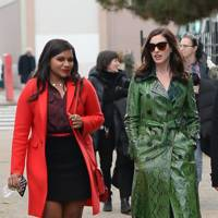 Mindy Kaling & Anne Hathaway on the set of Oceans 8