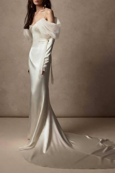 LONG-SLEEVED WEDDING DRESS: OFF-THE-SHOULDER