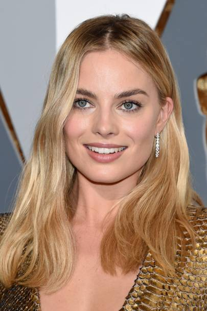 The 2016 Oscars saw Margot sport a perfectly tousled wave in her hair, and nudey-pink makeup. This was one of our favourite looks from the star.