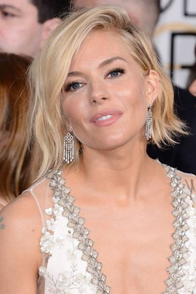 Sienna miller hair styles beauty look book glamour uk sienna just keeps getting more beautiful every day doesnt she we love the brit beautys side swept wavy bob at the golden globes 2015 pmusecretfo Image collections