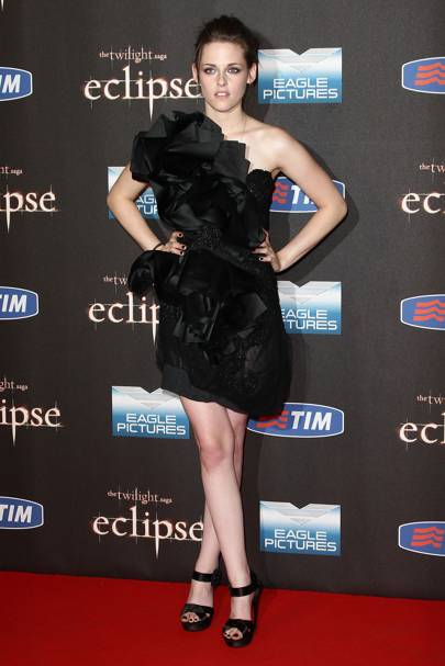 5bf1d7835f3 Kristen s darkly dramatic Marchesa dress ensured all eyes on her when she  stepped onto the Twilight Eclipse red carpet in Italy – and with Rob ...