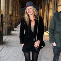 Kate Moss – Hat A Girl