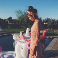 Unicorn pool floats made the best photo buddies
