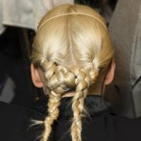 A double braid knot