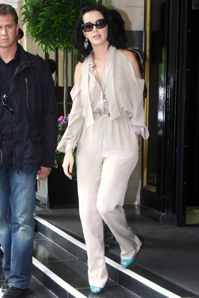 1bc7483e7524 Katy Perry looked both elegant and stylish as she stepped out in London in  this on-trend Bodyamr nude jumpsuit with cold-shoulders. We just love how  she s ...
