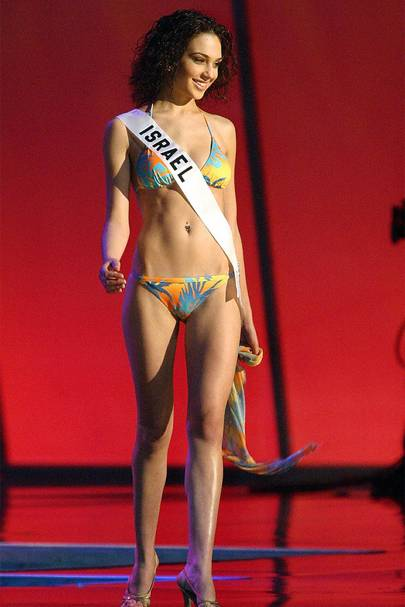 54bef49d Here she is working a tropical-inspired bikini during the Miss Universe  contest.