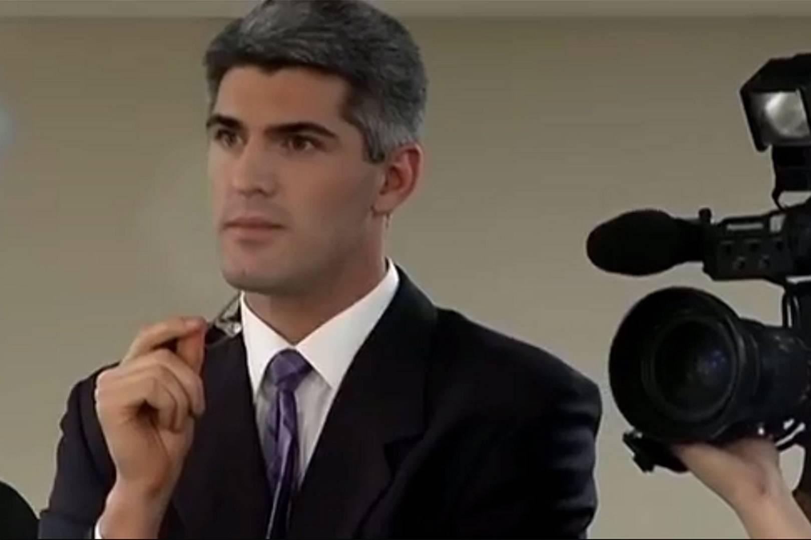 making a murderer netflix show - silver fox grey-haired reporter
