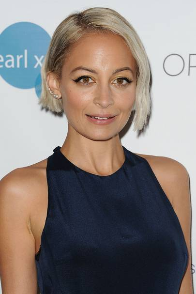 Nicole Richie's short blonde bob