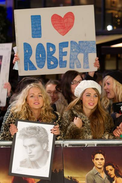Fans gather at the UK premiere of Breaking Dawn